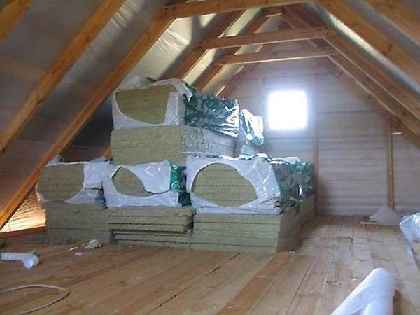 Утепление двускатной крыши