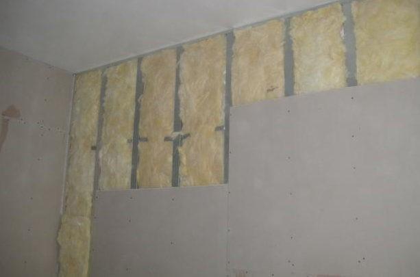 Выравнивание поверхностей стен и потолка для душевой
