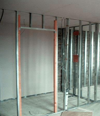 На иллюстрации показано усиление будущей квадратной арки брусом