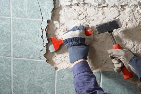 Зачистка поверхности перед укладкой плитки
