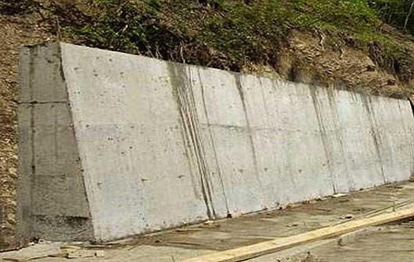 Массивная подпорная стена