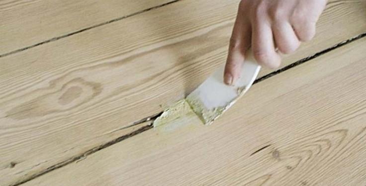 Заполнение швов в полах шпаклевкой по дереву