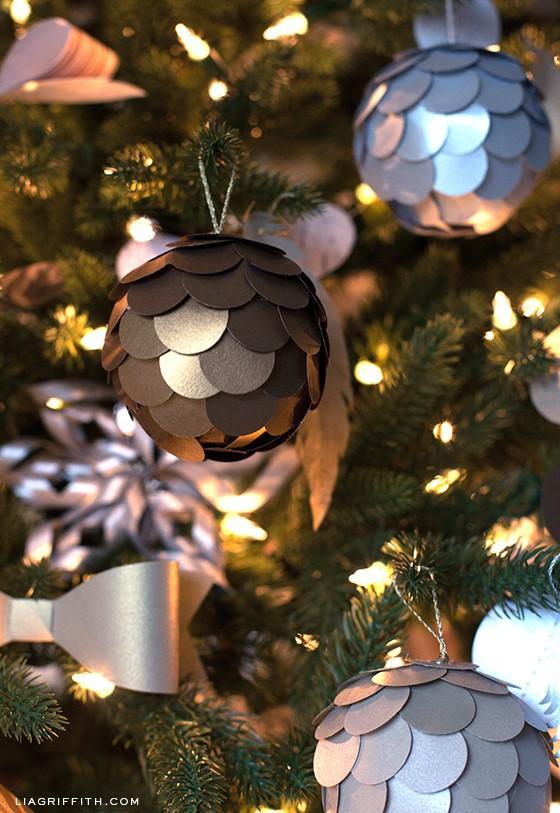 Новогодние гирлянды из бумаги и шаров своими руками