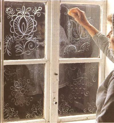 Изморозь на окнах украшение к Новому году