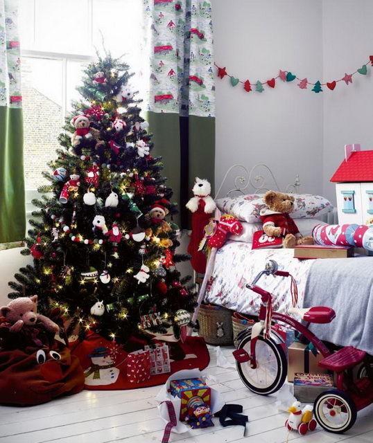 Новогодняя елка в детской комнате