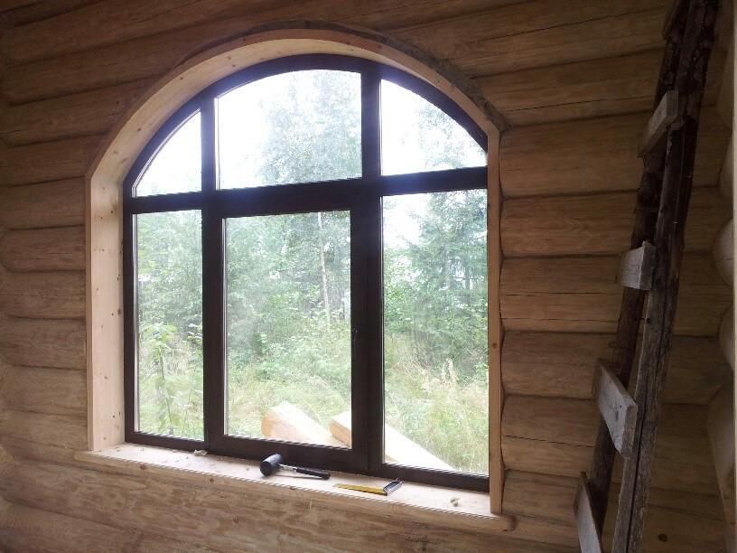 Окно с многоугольной обсадой