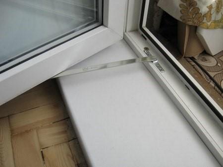 Ограничитель октрывания балконной двери