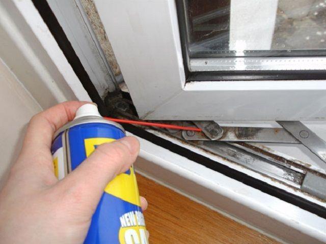 Смазка балконной двери WD