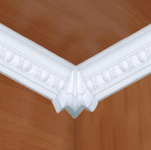 Угол на потолочном плинтусе