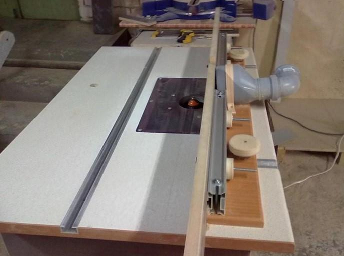 Самодельный фрезерный стол с подключенным жестким патрубком для пылесборника/пылесоса