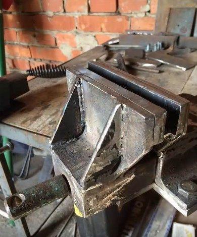 усилить конструкцию губок, приварив к ним дополнительные элементы – косынки