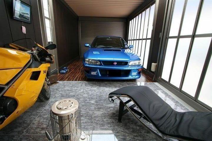 Комбинированное напольное покрытие в гараже