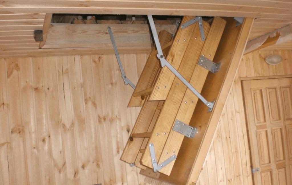 Крепление выдвижной лестницы