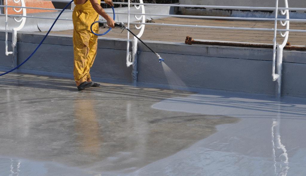 Покрытие бетонного пола акриловой краской с помощью краскопульта