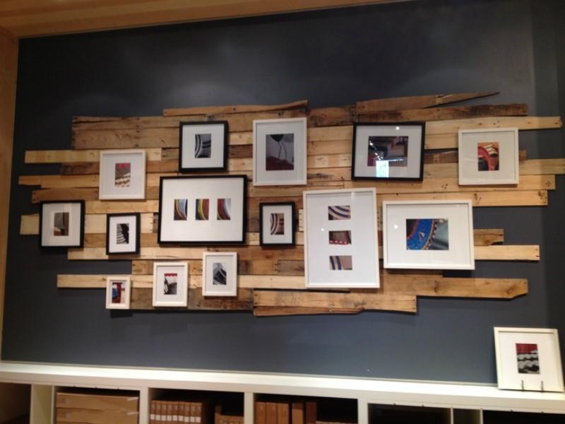 Стойка на стену для картин из досок