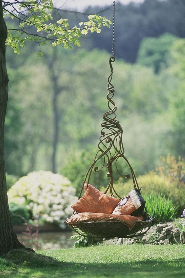 Кованные качели-подвес на дерево