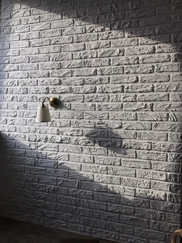Стена под кирпич из штукатурки после окраски