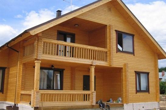 Дом из дерева в светлых тонах