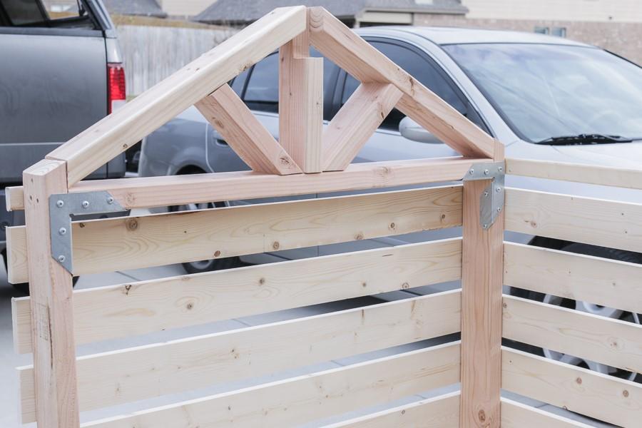 Этап строительства будки