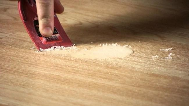 Монтажная пена на полу
