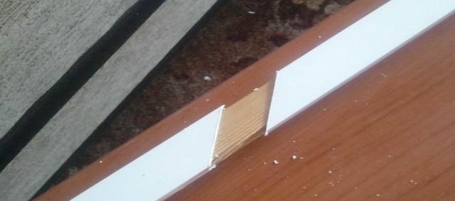 Разрезание кабель канала без деформации с помощью бруска