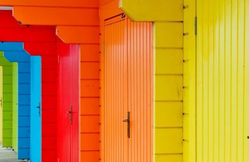 Чем покрасить деревянный дом снаружи - подробный обзор
