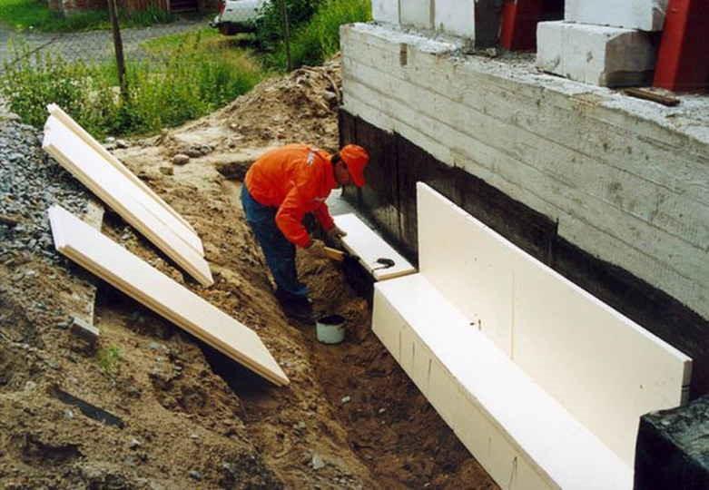 Утепление фундамента дома снаружи «Пеноплэксом»: пошаговая инструкция