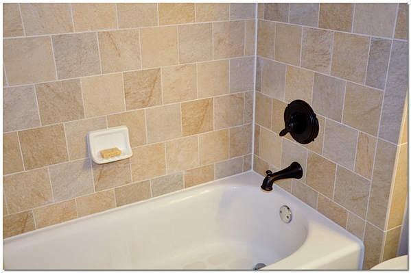 Примыкание ванной к плитке