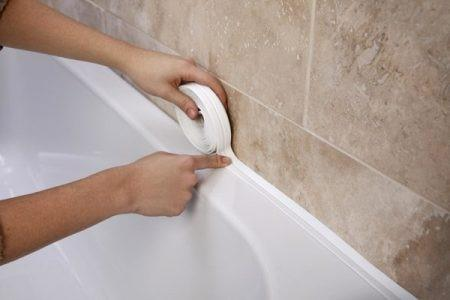 Самоклеющаяся лента на шов между плиткой и ванной