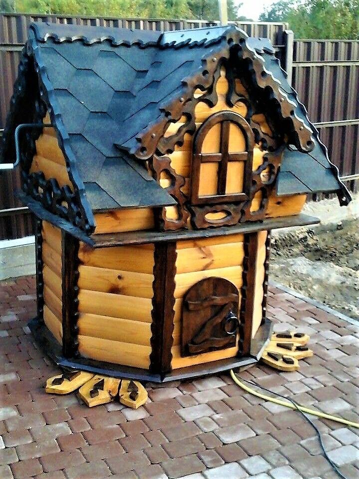 Резной домик для колодца
