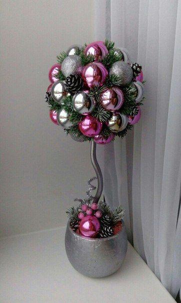 Цветок из елочных шариков