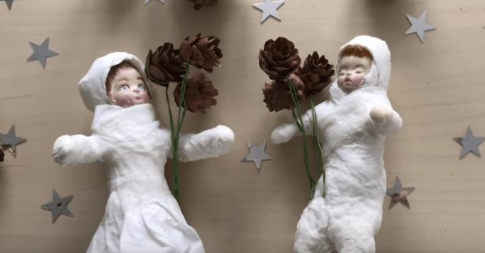 Готовые игрушки декорируют любыми желаемыми способами.