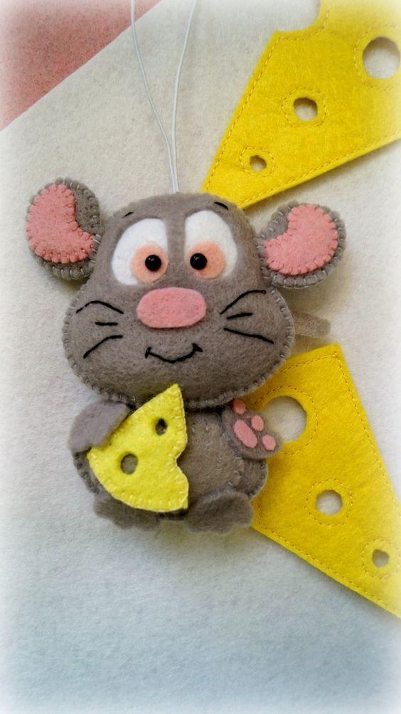 Мышь с сыром на елку