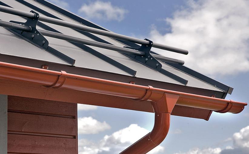 Установка снегозадержателей на крышу из металлочерепицы: схемы монтажа