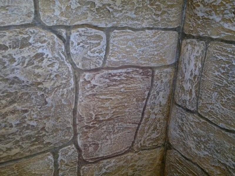 Каменная штукатурка с помощью трафаретов