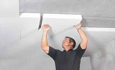 Монтаж пенополистирола на потолок