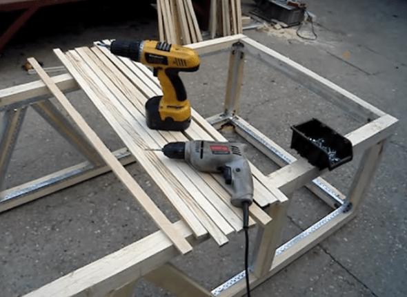 Подготовленные материалы и инструменты – рейки 20х40 мм