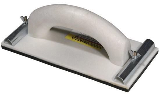 Терка для затирки. С помощью креплений по краям на ней фиксируется сетка или наждачная бумага