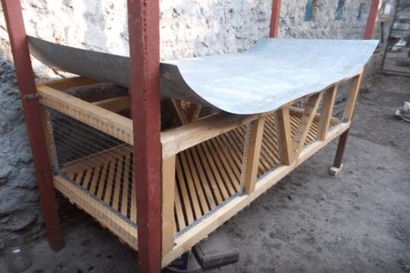 Устройство «потолка» первого яруса из листа оцинкованной стали на гвозди