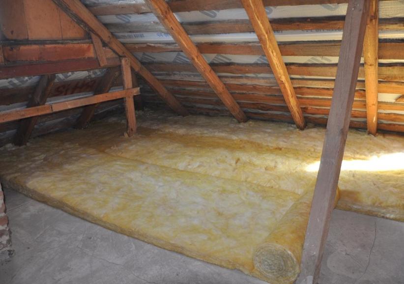 Утепление потолка в доме с холодной крышей: выбор утеплителя, расчёт толщины и монтаж своими руками