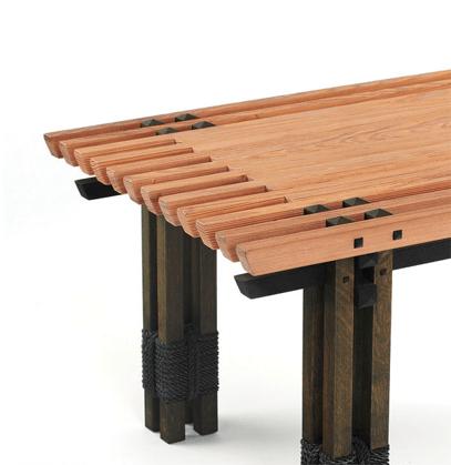 Кофейный столик с брашированной поверхностью