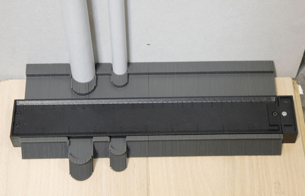 Шаблон для обхода труб при сверлении плитки