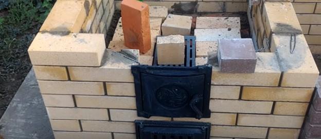 Монтаж дровяной двери