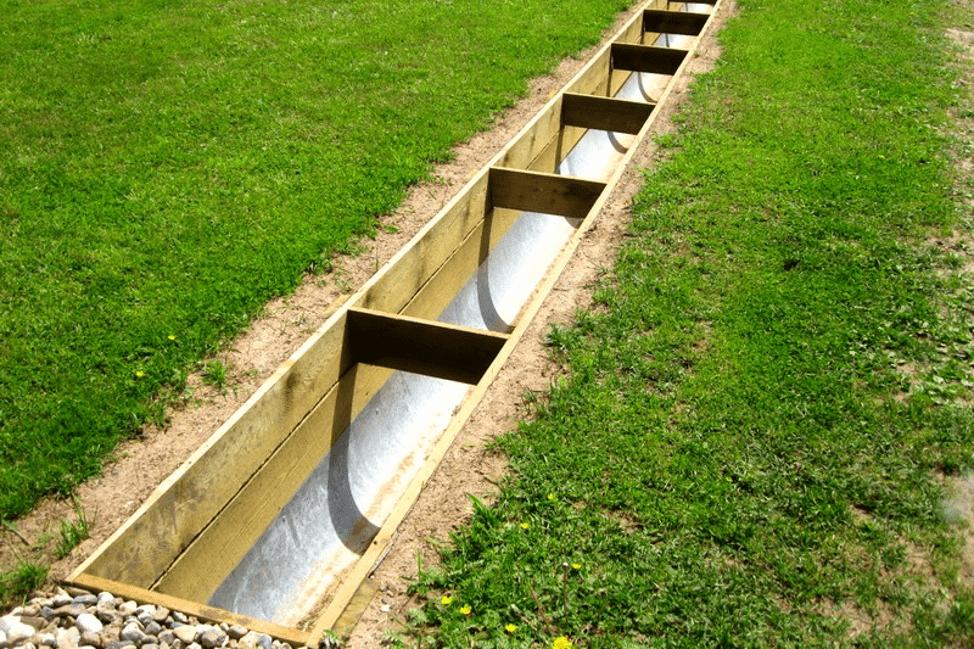 Открытая канава для стока воды