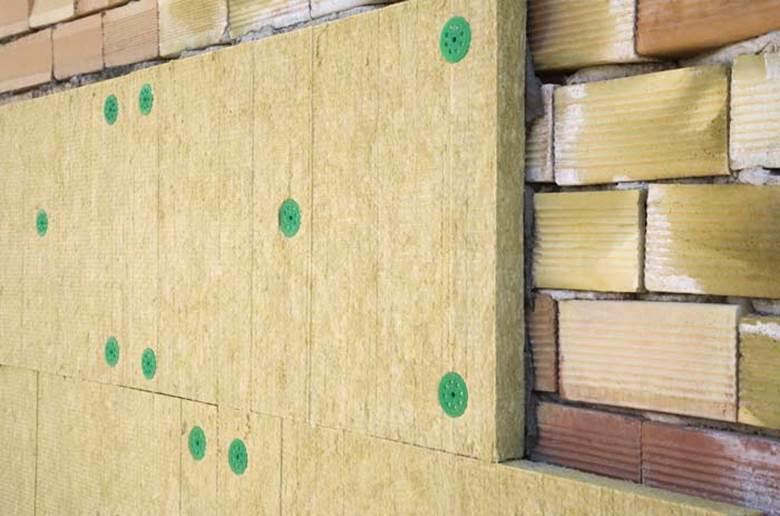 монтаж плиты на клеевой состав, закрепляя тарельчатыми дюбелями