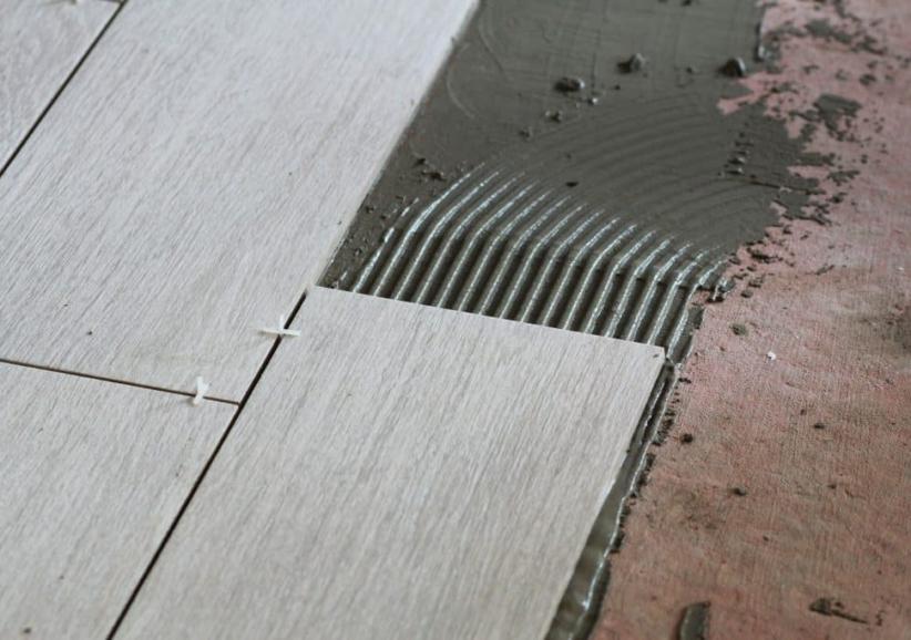 Расход плиточного клея на 1м2: калькулятор и таблица по маркам