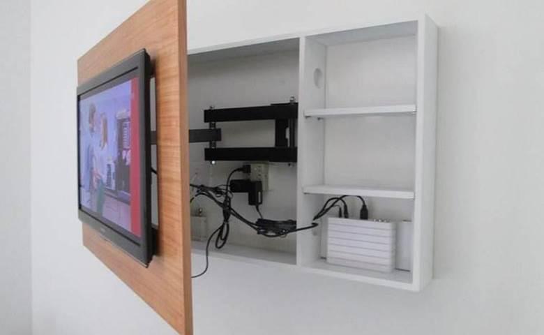 Провода за раздвижной панелью под телевизором