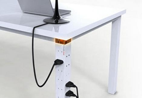 Розетка встроена в ножку стола