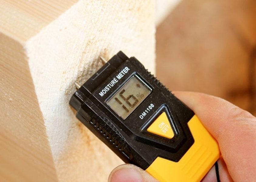 Проверка количества влаги в древесине