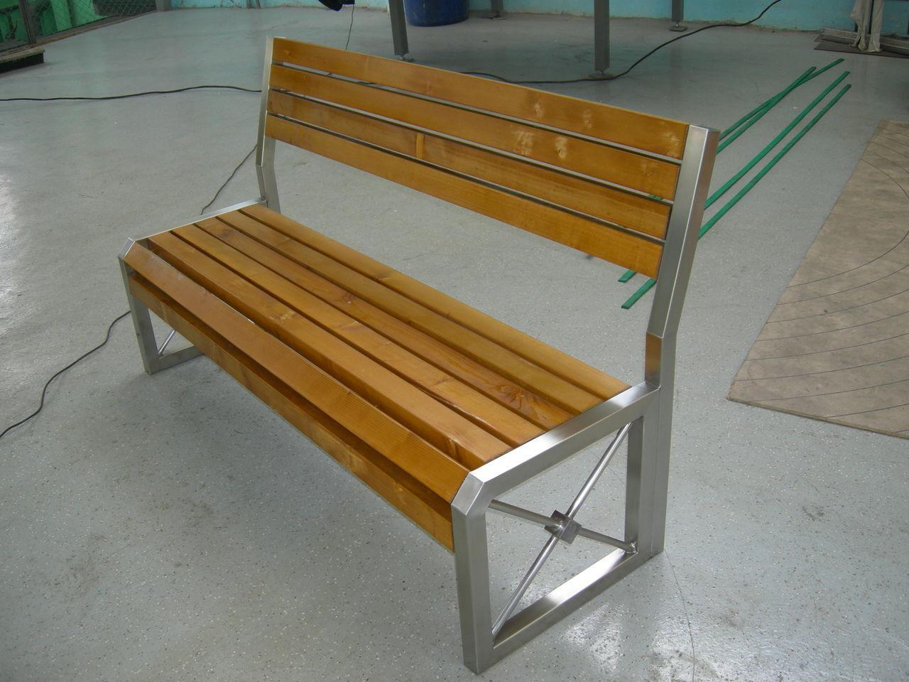 Скамейка из полированной нержавейки